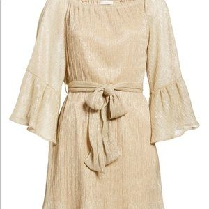 🌟Gorgeous Gold 🌟 flared bell sleeve dress 👗